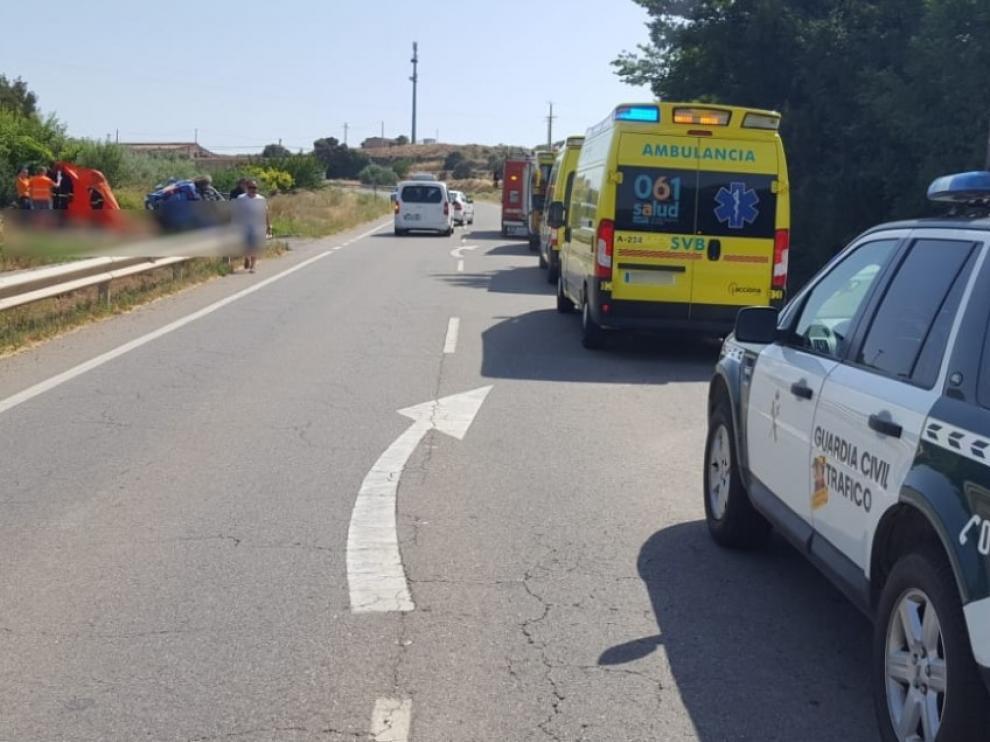 Al lugar del accidente han acudido la Guardia Civil, bomberos y servicios sanitarios.