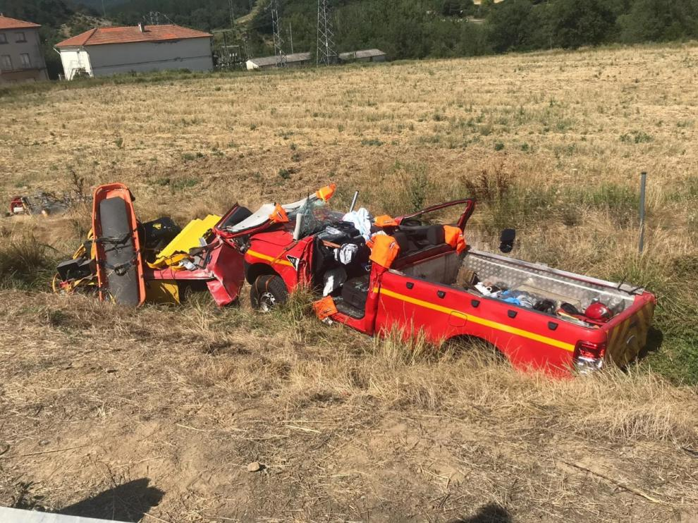 Así ha quedado el vehículo del parque de bomberos del Alto Gállego tras el accidente.