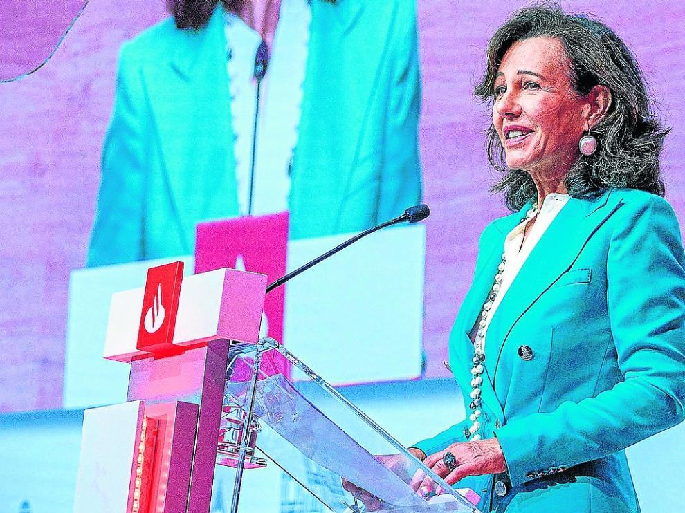 La presidenta del Santander, Ana Patricia Botín, durante la intervención en la junta celebrada este martes.