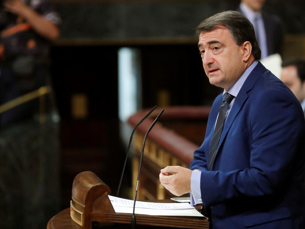 El portavoz del Partido Nacionalista Vasco en el Congreso de los Diputados, Aitor Esteban, interviene en el debate de investidura