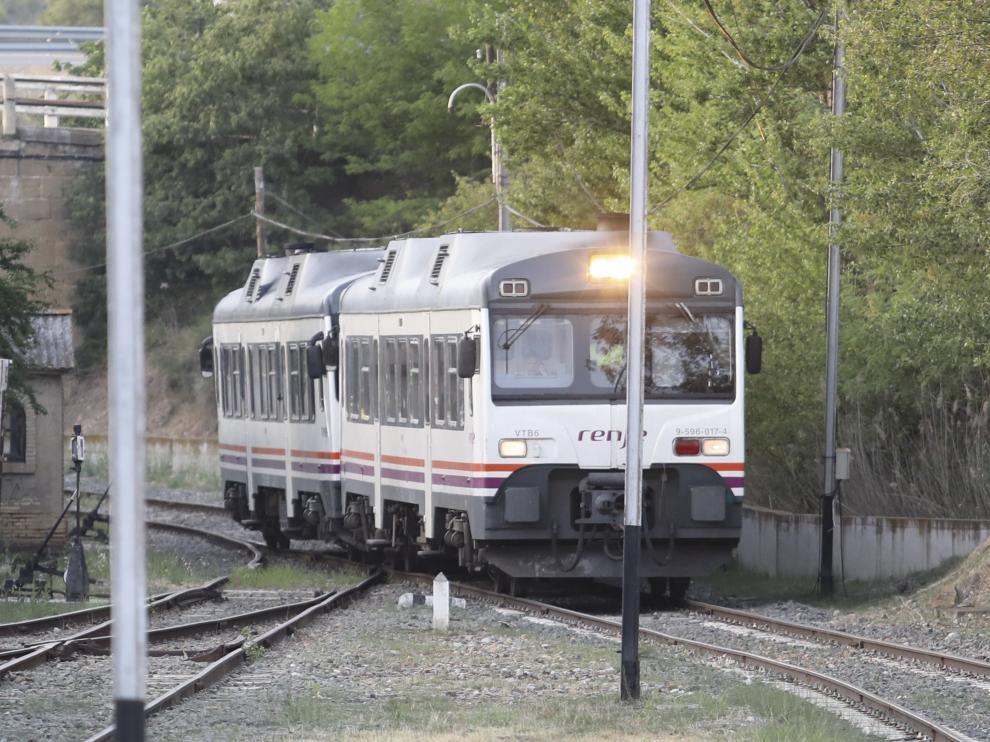 En ambos casos, Renfe optó por llevar un tren para acoplarlo al averiado y remolcarlo hasta una estación.