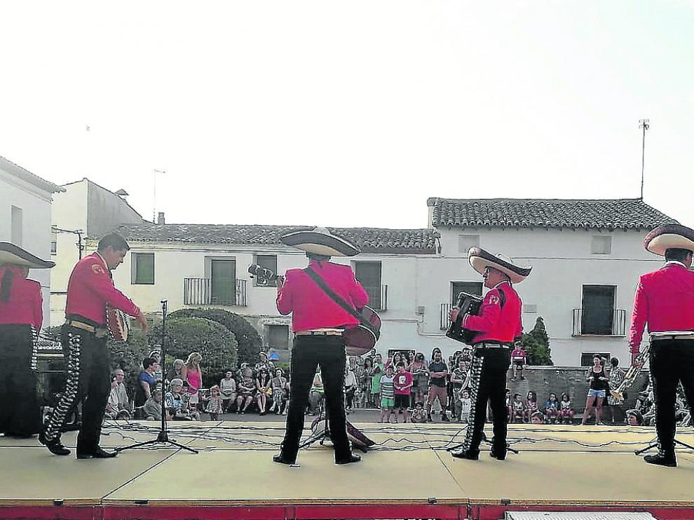 La actuación de los mariachis fue uno de los atractivos de la última jornada festiva en Lalueza.