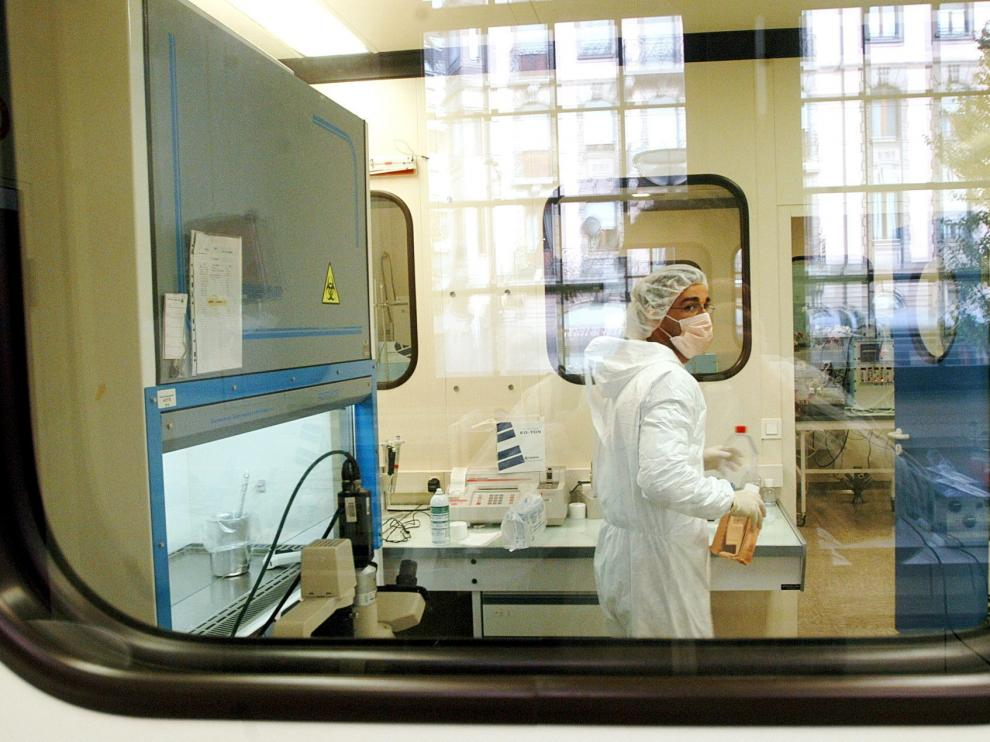A technician of French biotechnology company Transgenes works on a research program for a HIV vaccine at their laboratory in Strasbourg, eastern France, Tuesday Nov. 4, 2003. Transgenes has received the authorization to experiment their vaccine in France on healthy humans. (AP Photo/Christian Lutz) FRANCE AIDS