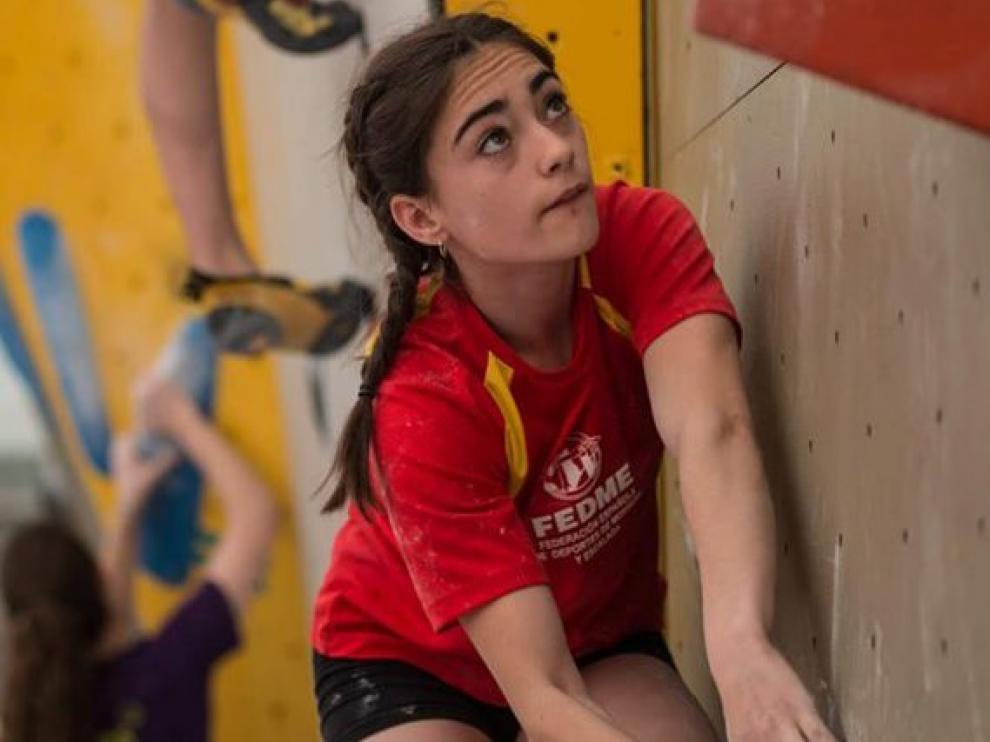 María Laborda durante una competición de escalada