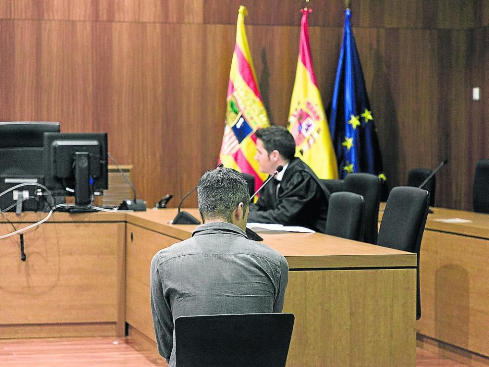 El acusado, durante el juicio celebrado ayer en la Audiencia de Zaragoza.