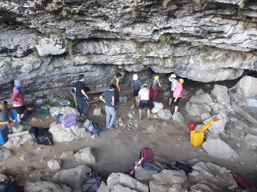 Participantes en la campaña de arqueología en Sobrarbe.