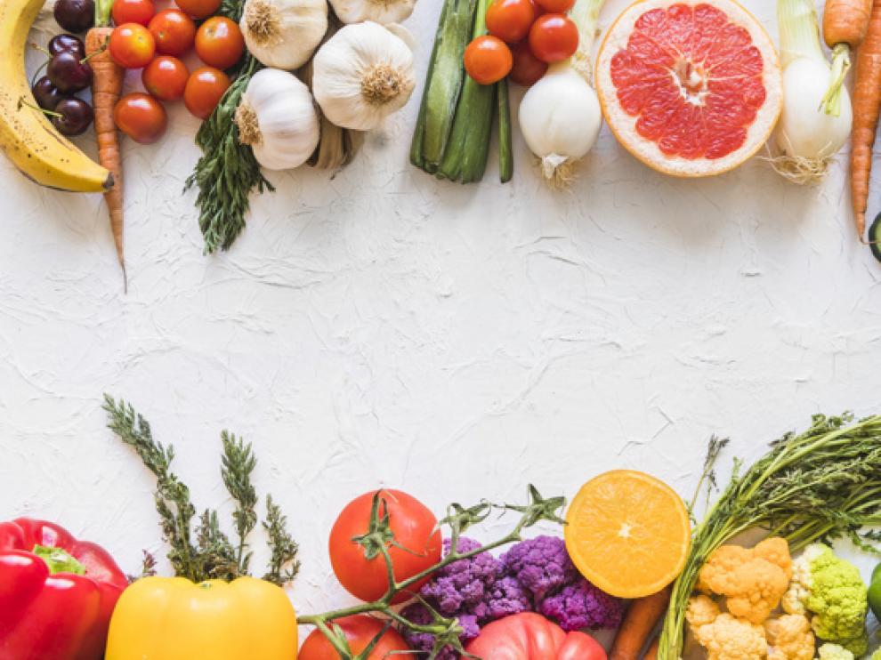 Una dieta equilibrada y variada puede ayudarnos a mantener los niveles de estos elementos nutricionales.