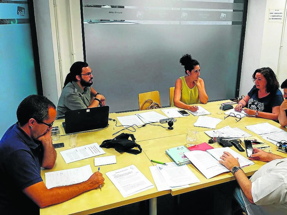 El equipo de dirección de IU-Aragón debatió el martes sobre sus exigencias programáticas.