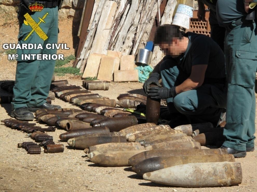 Los T.E.D.A.X de la Guardia Civil se hicieron cargo del artefacto.