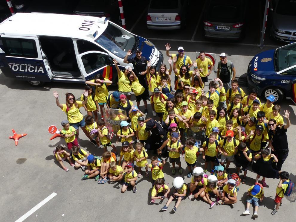 Los niños de las colonias urbanas, en la comisaría de la Policía Nacional de Teruel