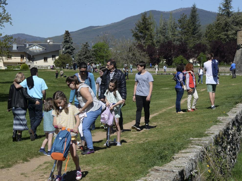 turistas en Jaca / Foto de Javier Navarro[[[FOTOGRAFOS]]]