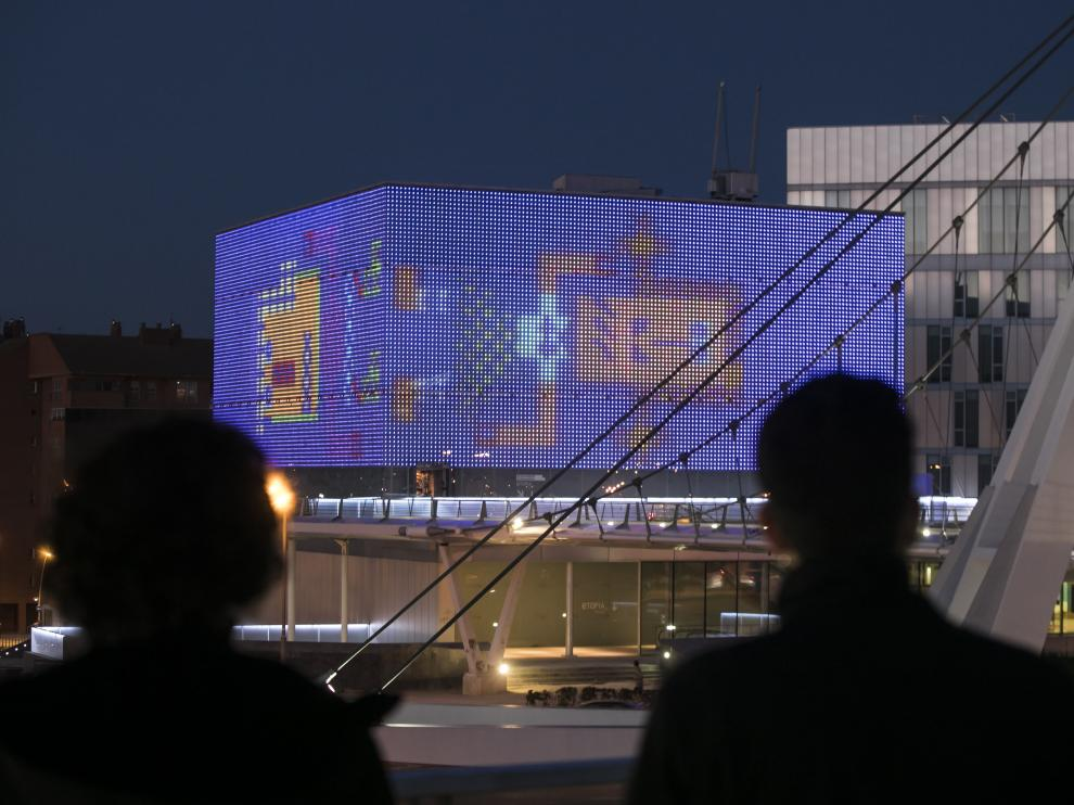 La fachada de Etopia, durante uno de sus programas de intervenciones artísticas.