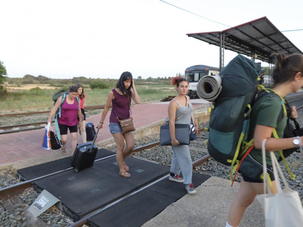 Los pasajeros tuvieron que hacer trasbordo en autobús el día 22 para continuar viaje desde Ayerbe.