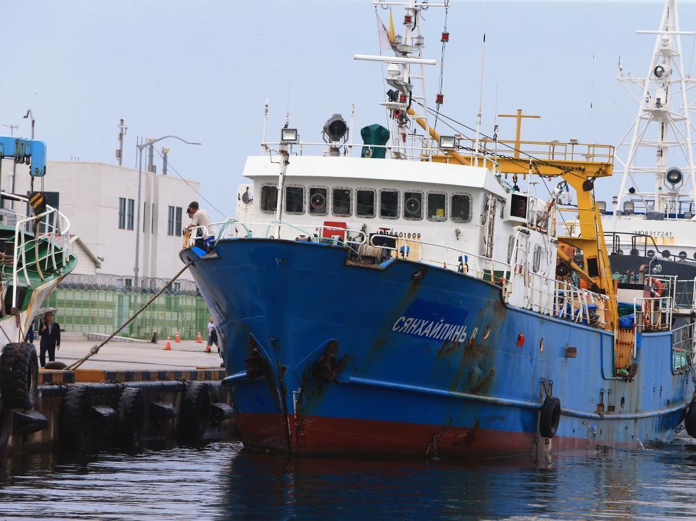 El buque retenido por Corea del Norte, atracado en el puerto surcoreano de Sokcho.