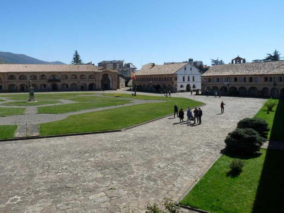 La Ciudadela de Jaca es uno de los enclaves por los que pasa la ruta.