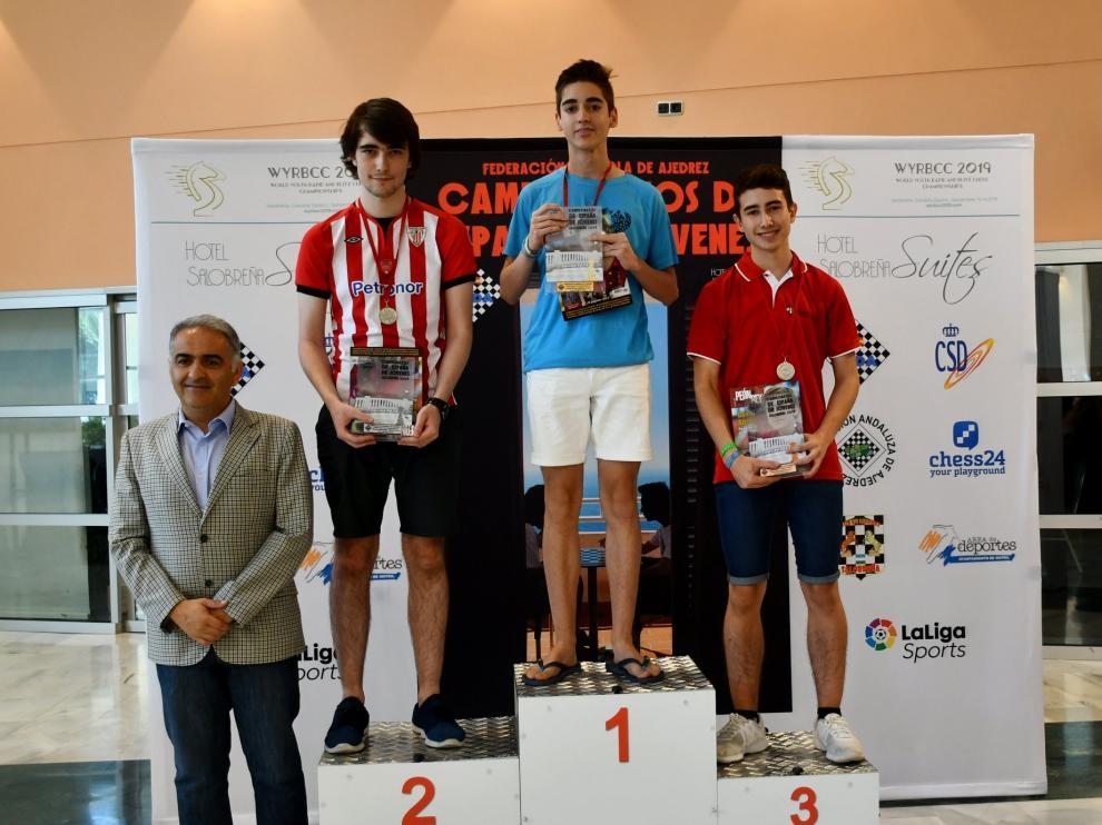 Pedro Ginés en lo más alto del podio del Nacional sub-18