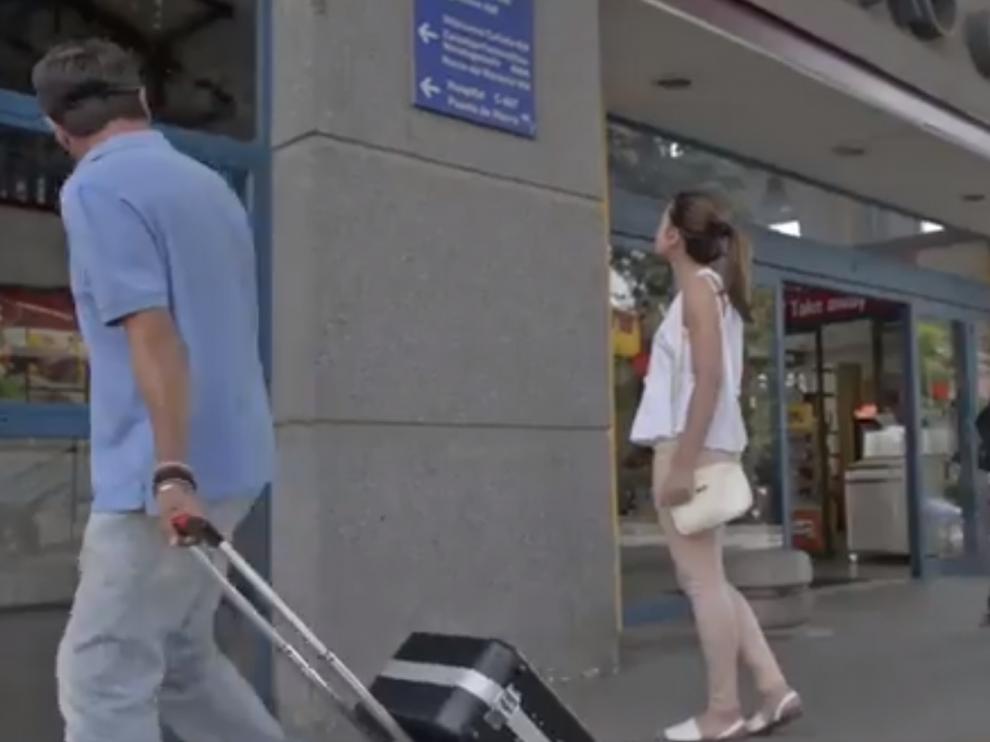 Imagen del vídeo que ha lanzado la Guardia Civil en Twitter para evitar el robo del equipaje.