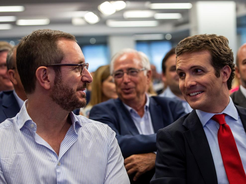 El senador Javier Maroto y el líder del PP, Pablo Casado.