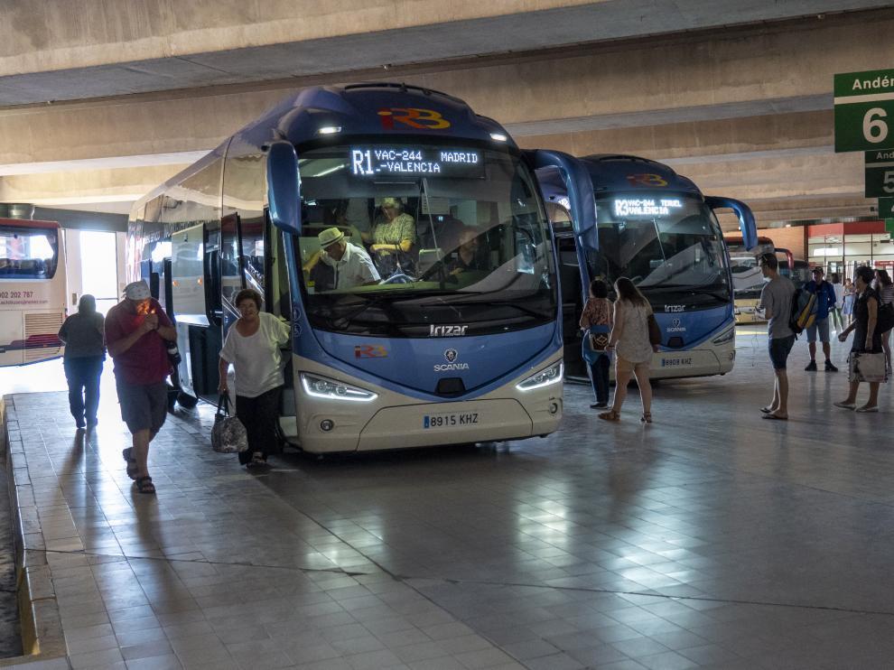 Llegada de un autobus procedente de Madrid a la estacion de autobuses de Teruel. Foto Antonio Garcia/Bykofoto. 29/07/19 [[[FOTOGRAFOS]]]
