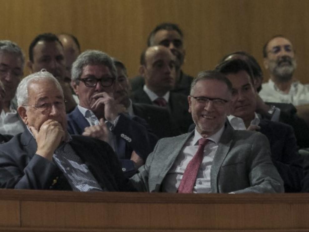 Biel e Iglesias, siguiendo la primera sesión del debate de investidura de Javier Lambán desde la tribuna.
