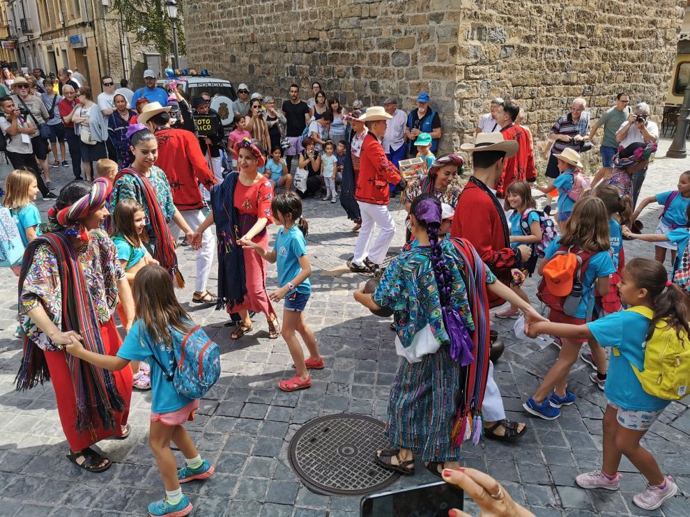 Los grupos folkóricos ofrecerán más de 50 actuaciones en distintos escenarios, que convertirán a la ciudad en un escenario con permanente actividad