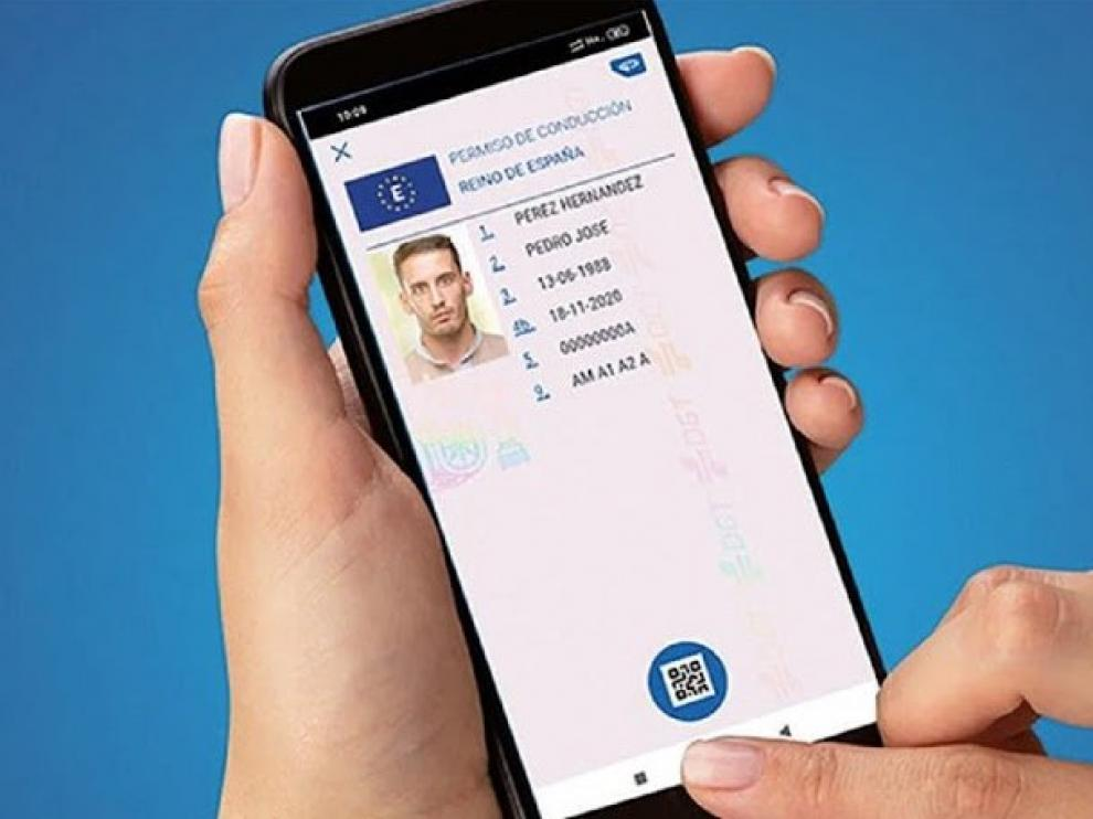 La DGT trabaja en una 'app' para llevar el carné y la documentación del vehículo en el móvil.