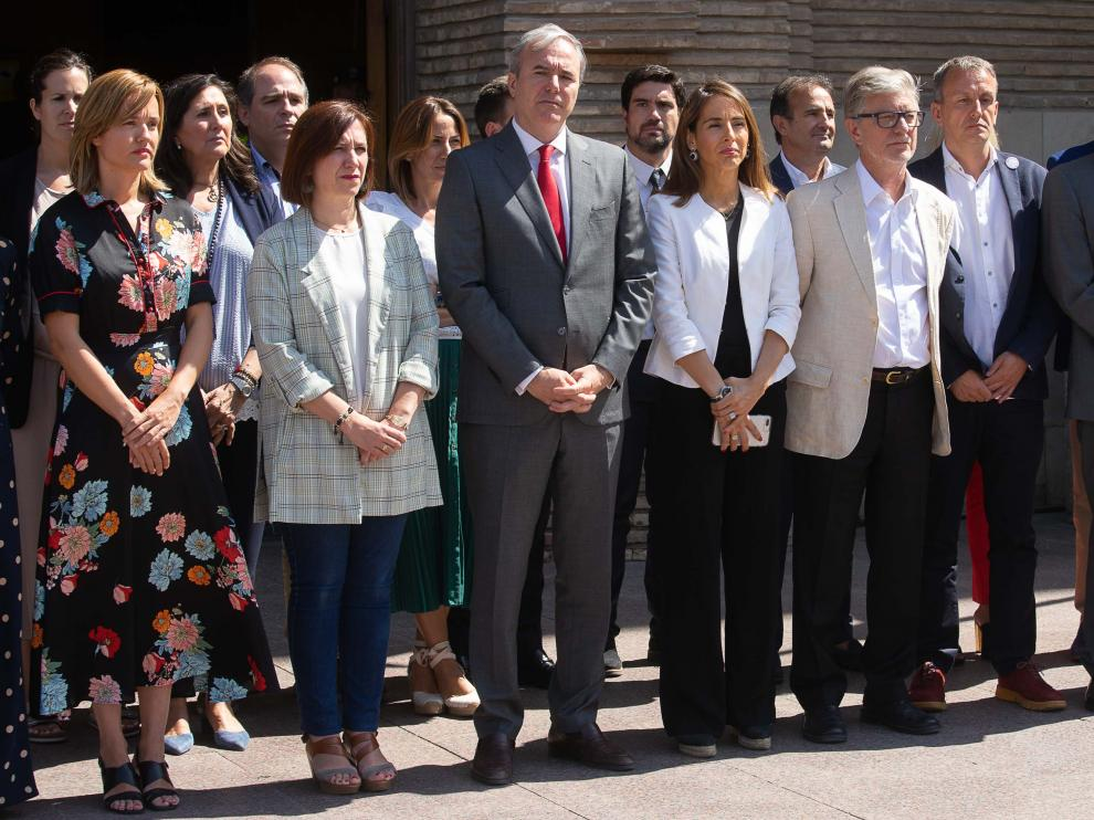 Minuto de silencio en el Ayuntamiento de Zaragoza.