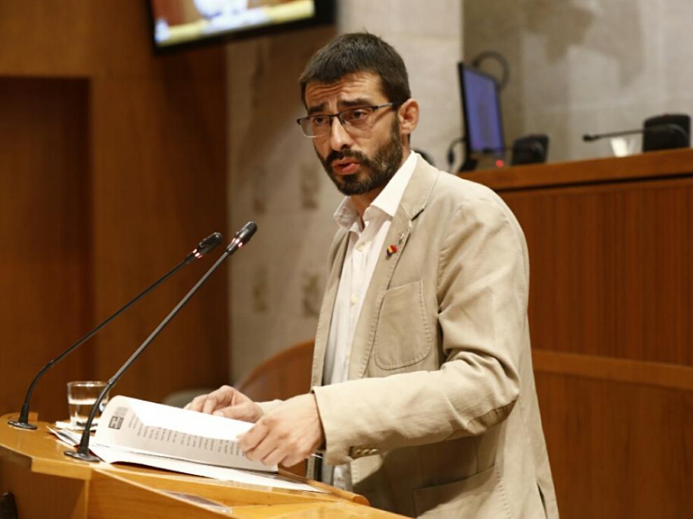 Invervención de Alvaro Sanz (IU) en las Cortes en el debate de investidura de Lambán.
