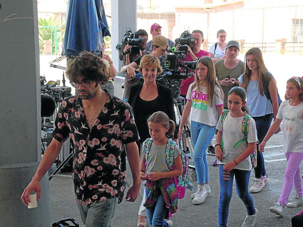 Algunos de los niños que participaron este miércoles en el rodaje de la película 'Uno para todos'.