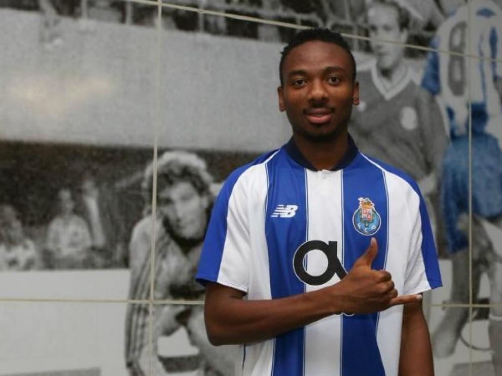 Kelechi Nwakali, con la camiseta del Oporto.