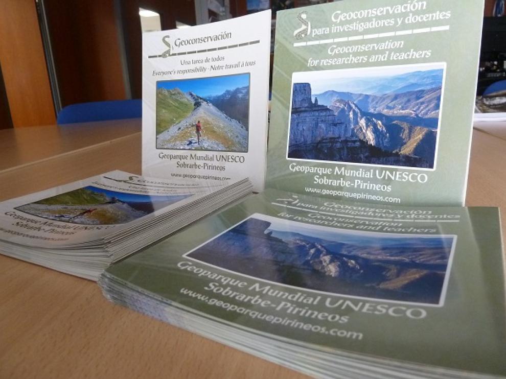 Dos folletos con propuestas para que todos podamos ayudar a conservar el medio geológico