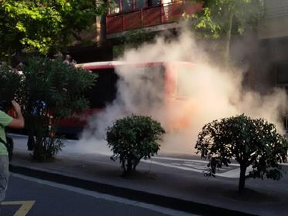 Autobús de la línea 33 que ha ardido este viernes por la mañana.