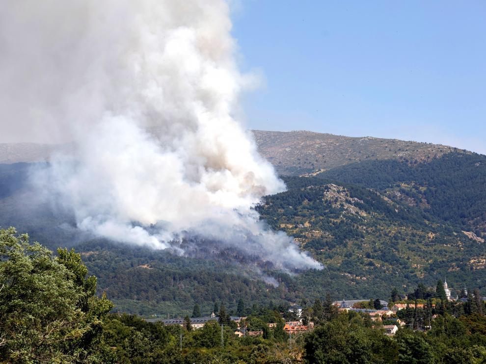 Incendio en La Granja (Segovia), próximo al Parque Nacional del Guadarrama.