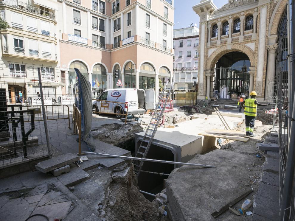 Obras de construcción del túnel de 24 metros que conectará el Mercado y el aparcamiento.
