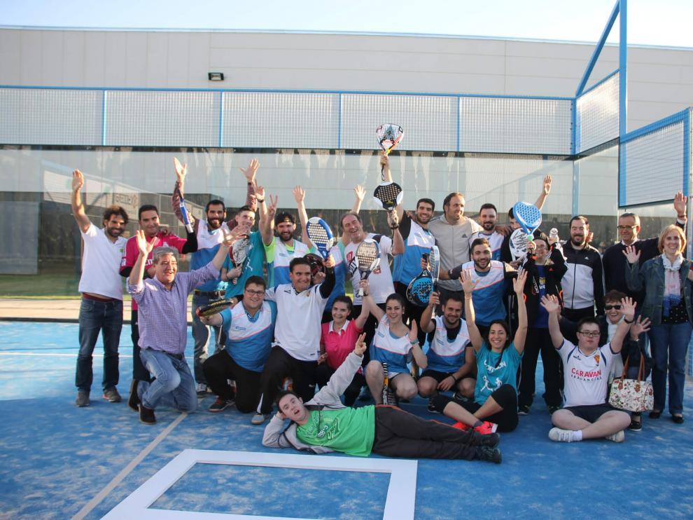 Participantes de la edición del año pasado del torneo de pádel de Atades.