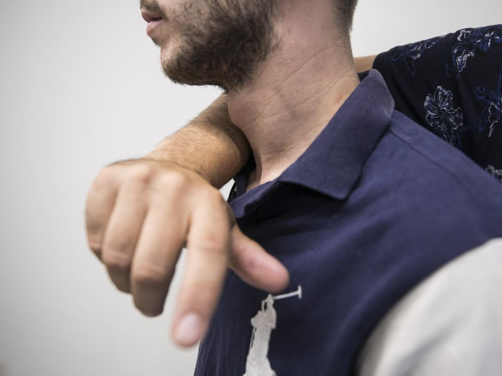 Una de las víctimas explicaba cómo le pasaron un brazo por el cuello y le presionaron hasta perder la consciencia.