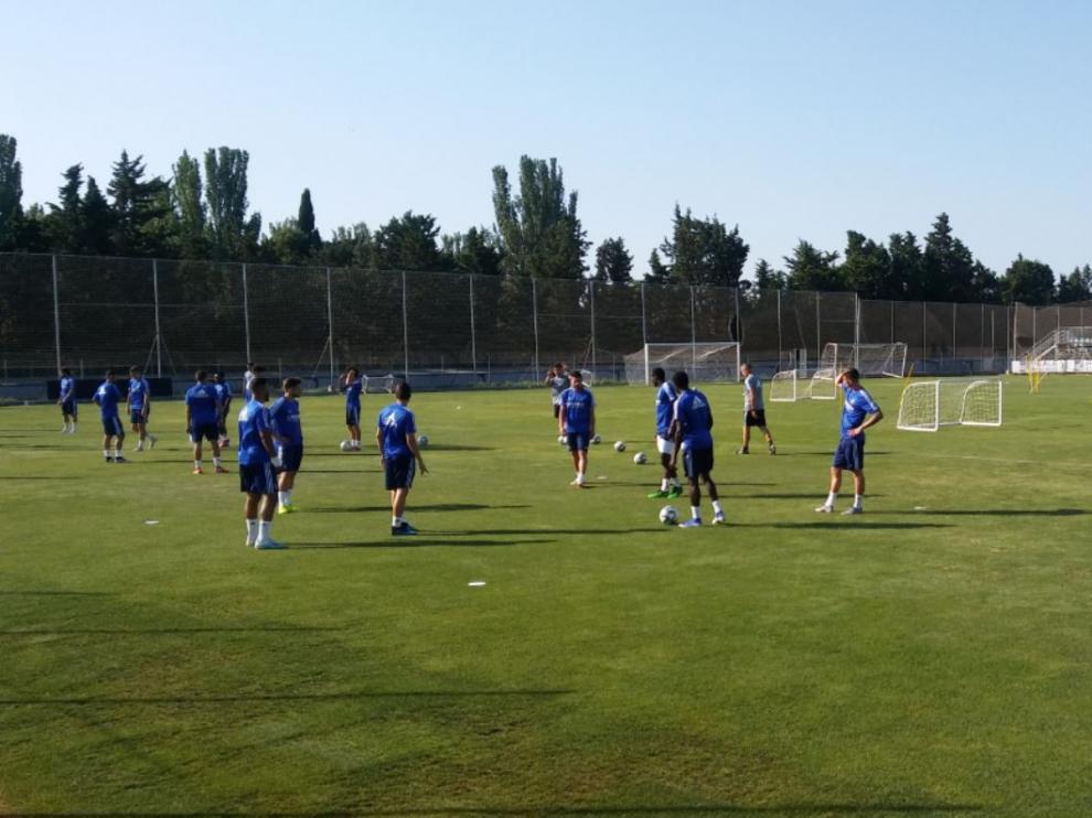 Papunashvili (en el centro de la imagen), participó en el entrenamiento del equipo este lunes después de una semana de parón por problemas en el tobillo dañado el año pasado.