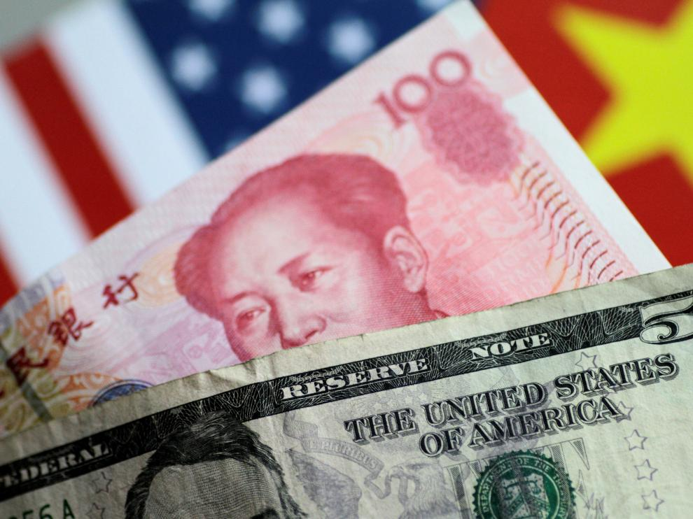FILE PHOTO: U.S. Dollar and China Yuan notes are seen in this picture illustration June 2, 2017. REUTERS/Thomas White/Illustration/File Photo [[[REUTERS VOCENTO]]] USA-TRADE/CHINA-CURRENCY
