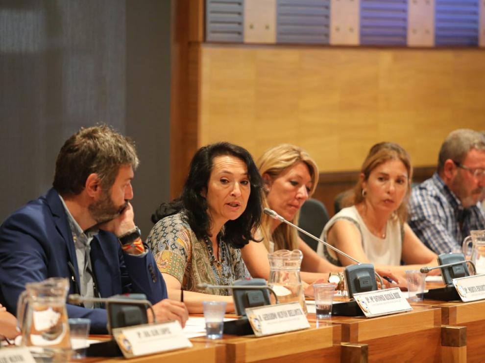 La concejala Antonia Alcalá, en el centro, con otros concejales del grupo del PP en el pleno del 6 de agosto