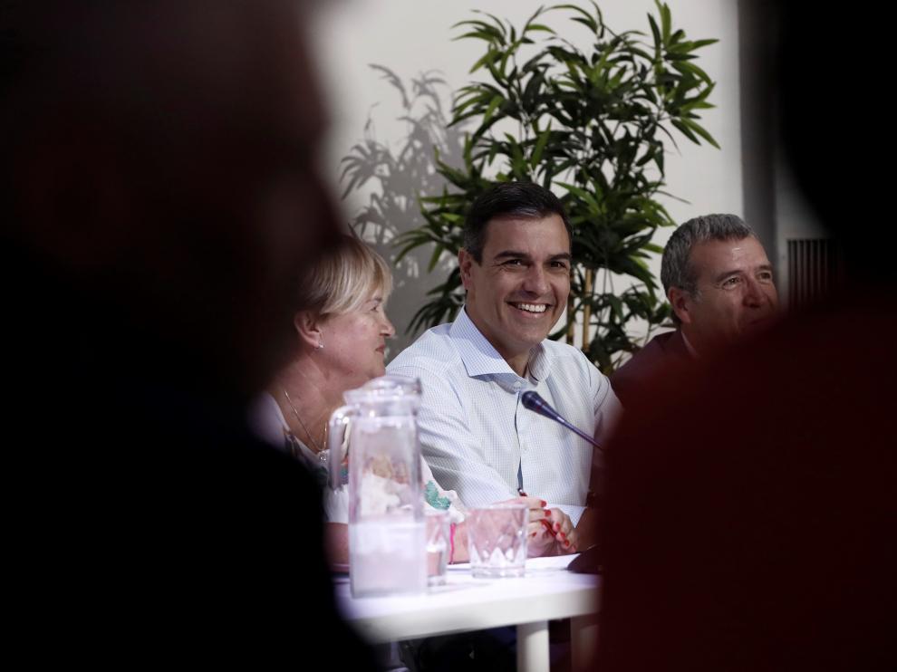 Pedro Sánchez se reúne con representantes de Teruel Existe y Soria Ya