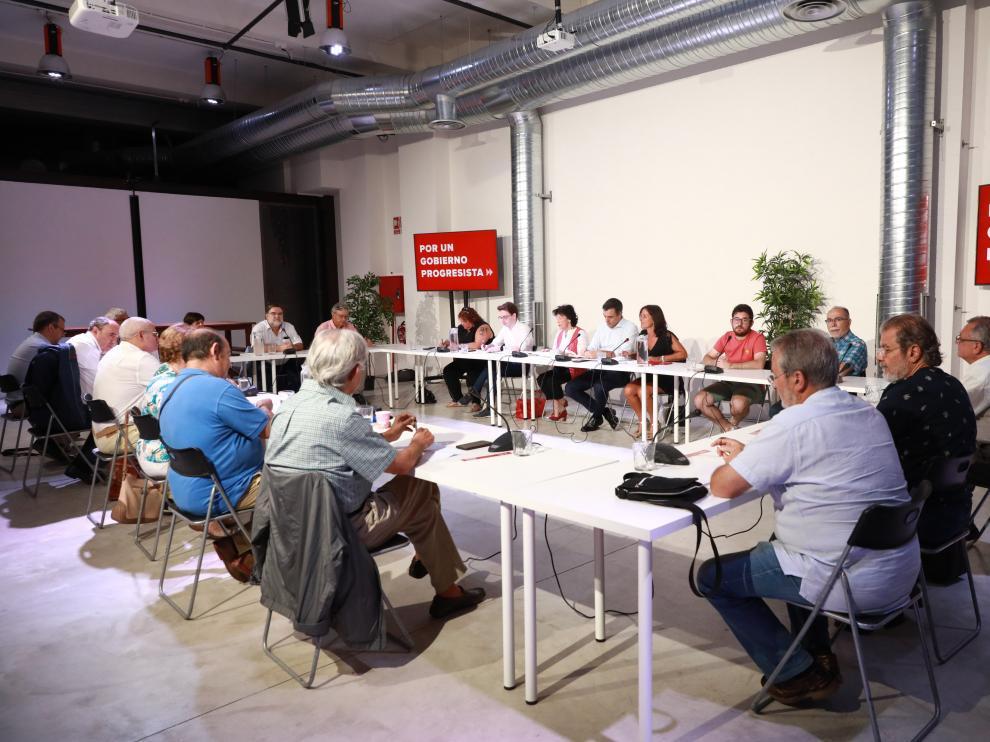 Pedro Sánchez reunido con los colectivos sociales.