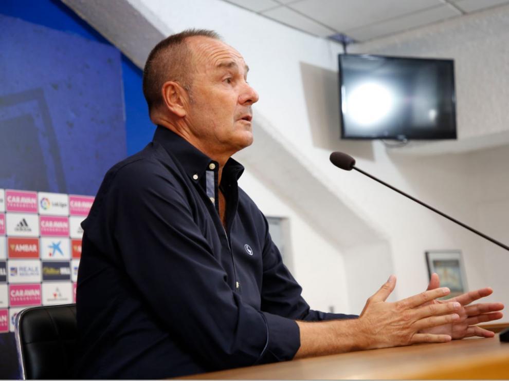 Víctor Fernández, en una de sus explicaciones en la comparecencia ante los periodistas al mediodía de este martes.