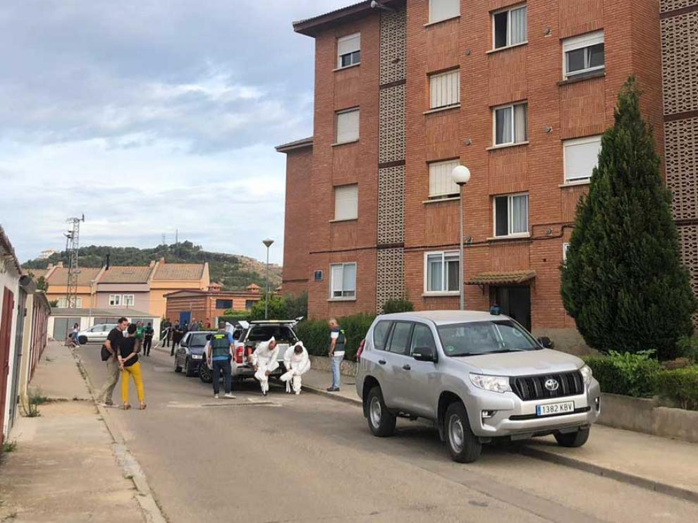 a policía judicial llega a la casa donde se ha producido el asesinato