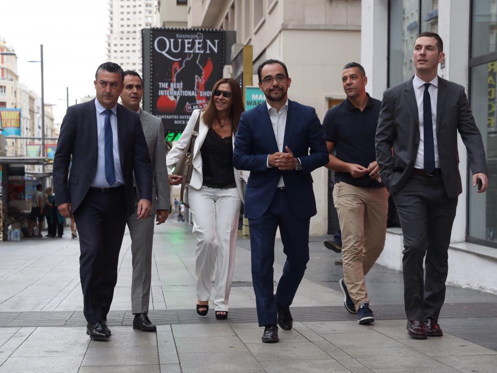 representantes y directivos de la Real Federación Española de Fútbol (RFEF), a su llegada al Juzgado del Mercantil, en la madrileña Gran Vía .
