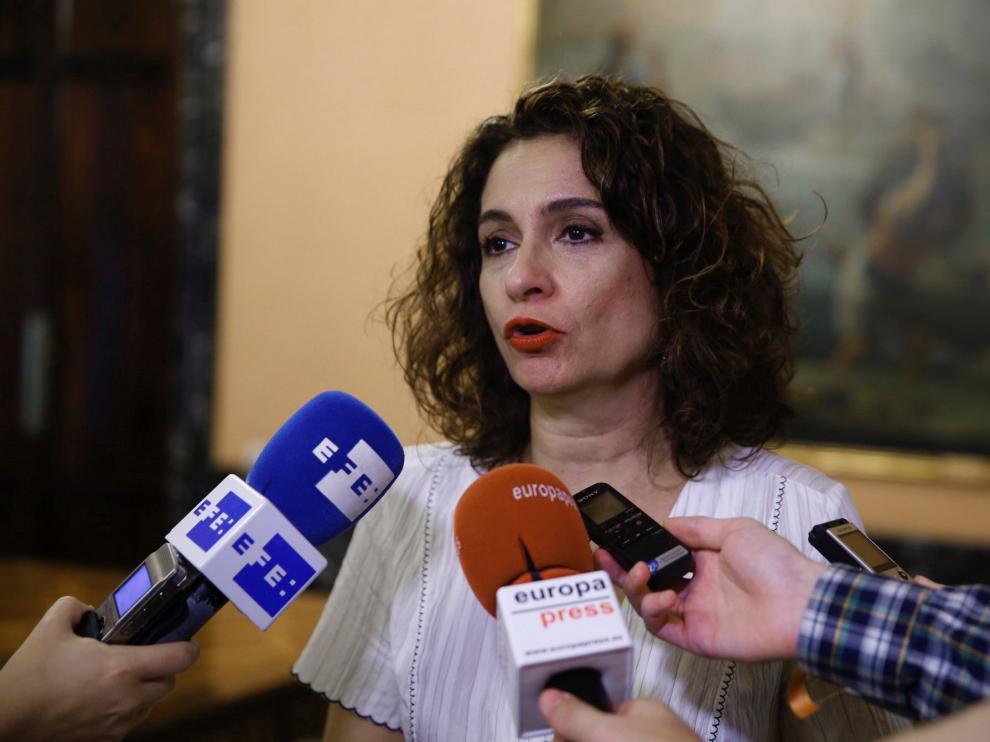 La ministra Montero promete ayuda a Zaragoza por sus problemas financieros