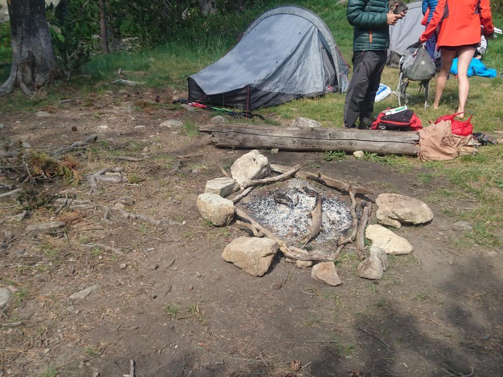 Los Agentes para la Protección de la Naturaleza en Aragón denunciaron a unos excursionistas el pasado fin de semana en el ibón de Escarpinosa, dentro del Parque Natural Posets - Maladeta.