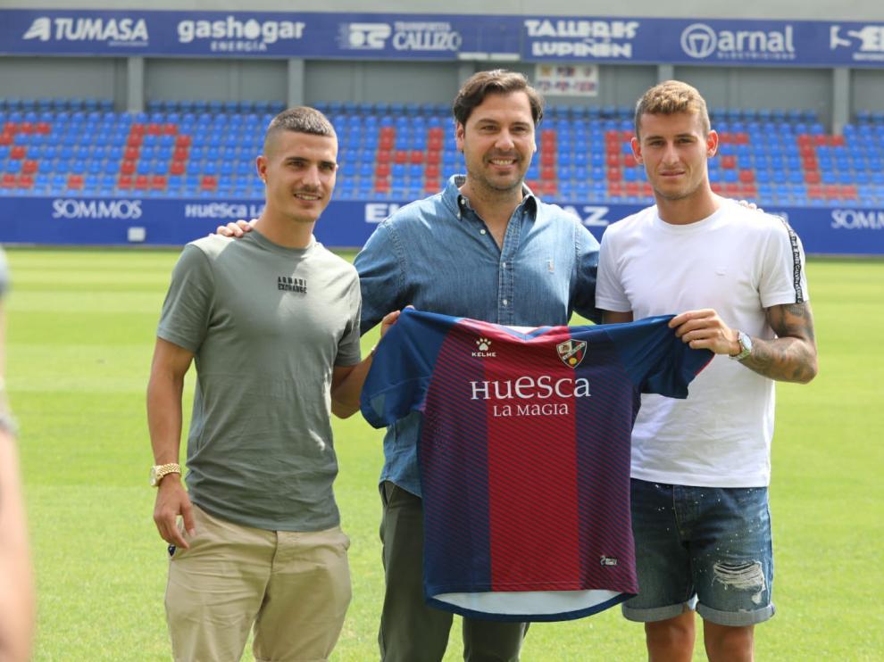 Seoane, a la izquierda, y Raba posan junto al director deportivo, Rubén García.