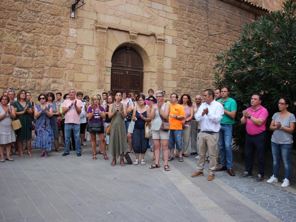 Los vecinos de Andorra se concrentraron en la plaza del Regallo en repulsa por el asesinato.