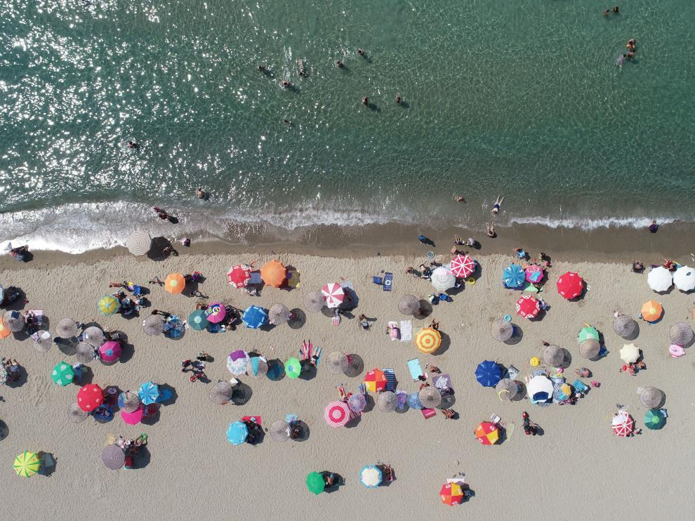 Imagen de una playa de Turquía llena de turistas este jueves.