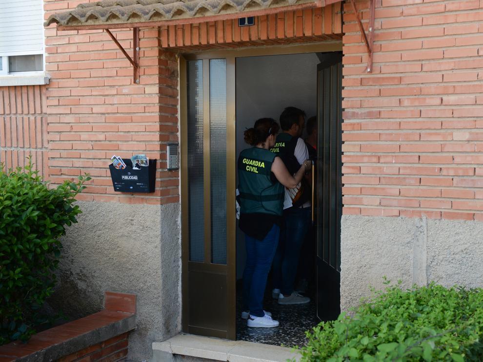 La Guardia Civil regresó ayer a la vivienda de Andorra (Teruel) donde ocurrieron los hechos.